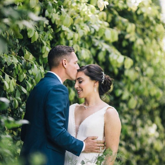 The sweetest moment before the ceremony 💕🌿 . . . . . . . Hair by me @tinaromo1• Photo @teresakphoto•  Makeup @shanabealsmakeup• Venue @vizcayasac• Coordinator @rachelryland• . . . . #bridehair #updo #vizcayawedding #vizcaya #sacramentobeauty #sacramentobride #sacramentohairstylist #sacramentowedding #sacramentoweddinghair #sacramentobridalbeauty #weddinghairstylist #classicupdo #looseupdo #norcalwedding #theknotpro #weddingwire #stylemepretty #bridalbeauty #weddinghair #modernbride #upstyle #californiawedding #destinationweddings  #weddingbridestyle #romantichair #romantichairstyle