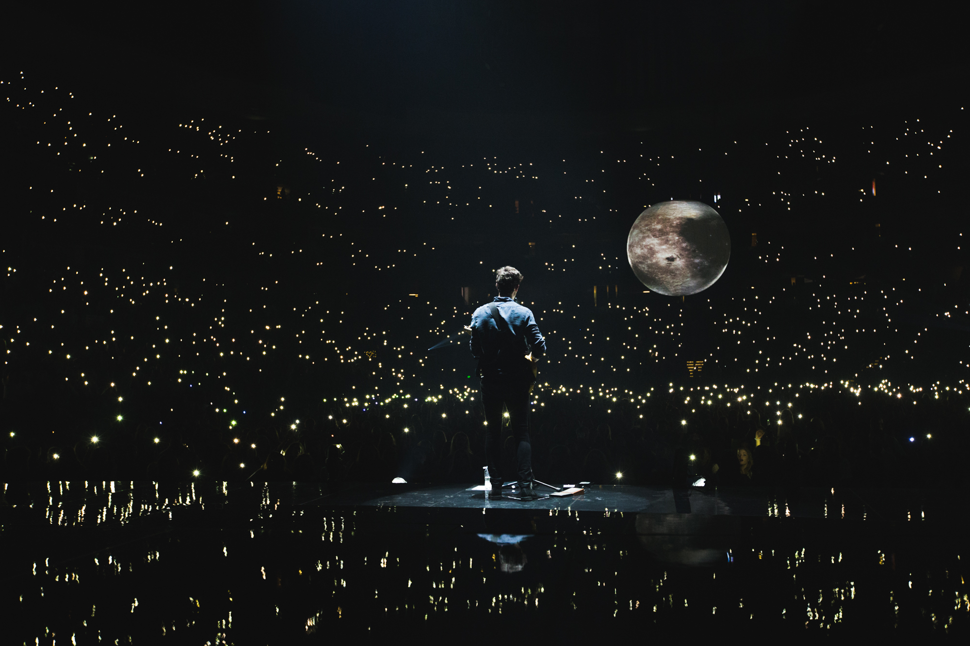 SHAWN MENDES . ILLUMINATE