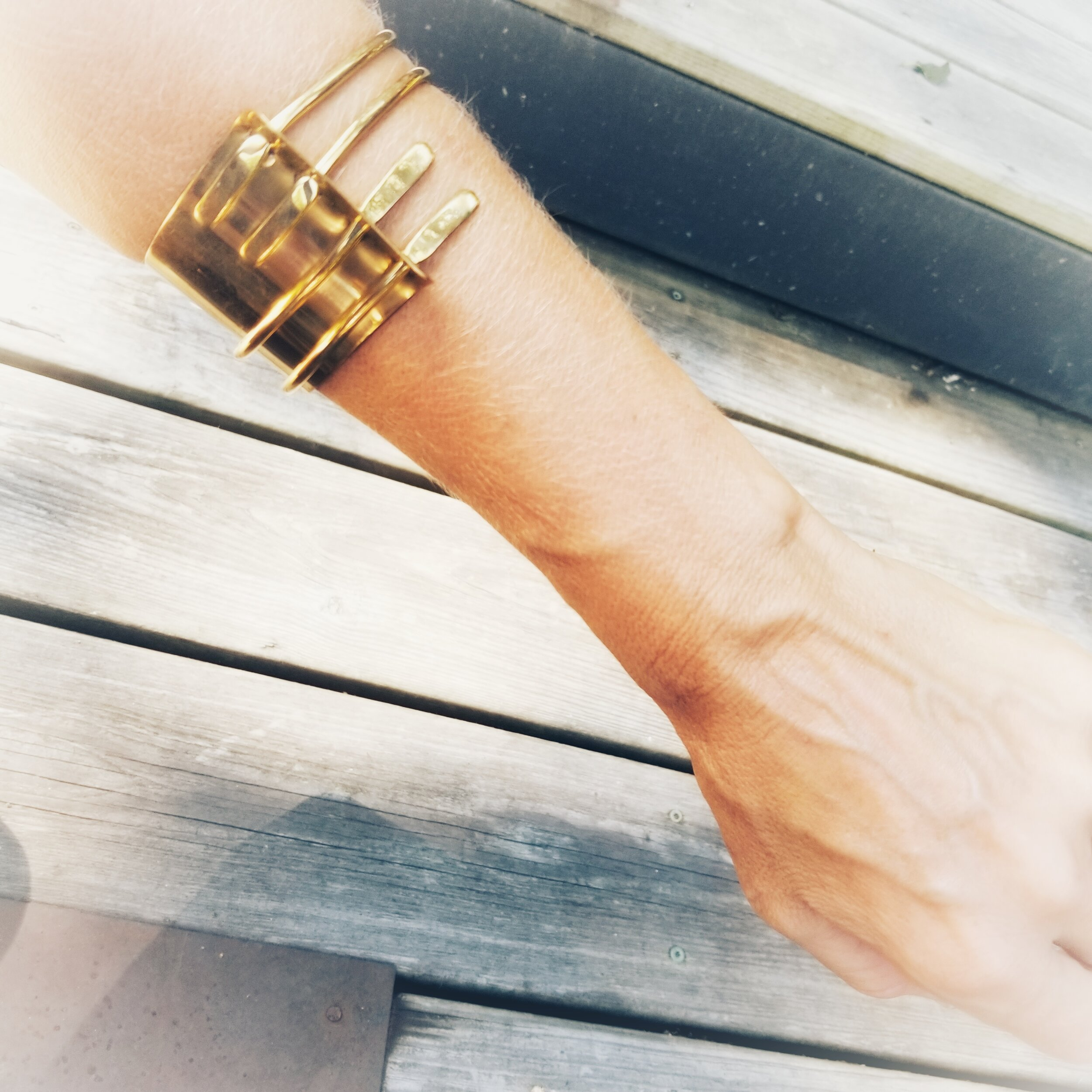 Abstract balance cuff