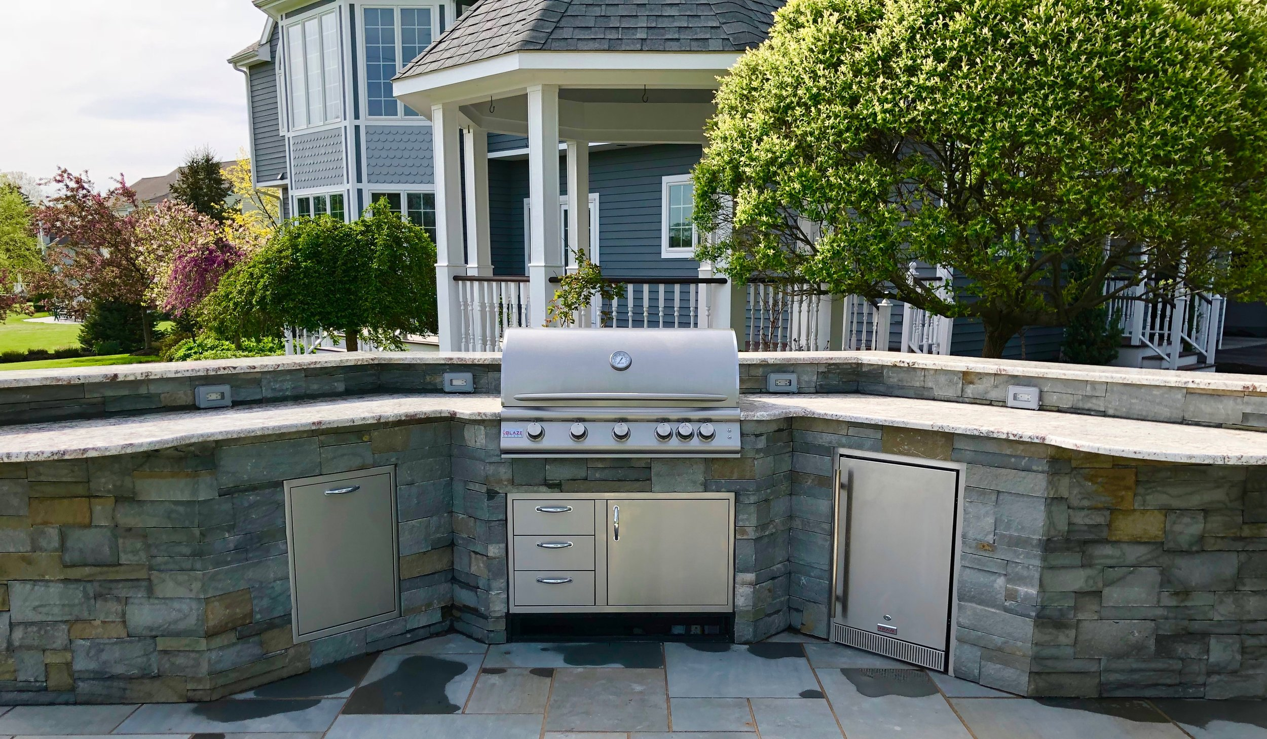 Custom outdoor kitchen with granite countertop in Lansing NY