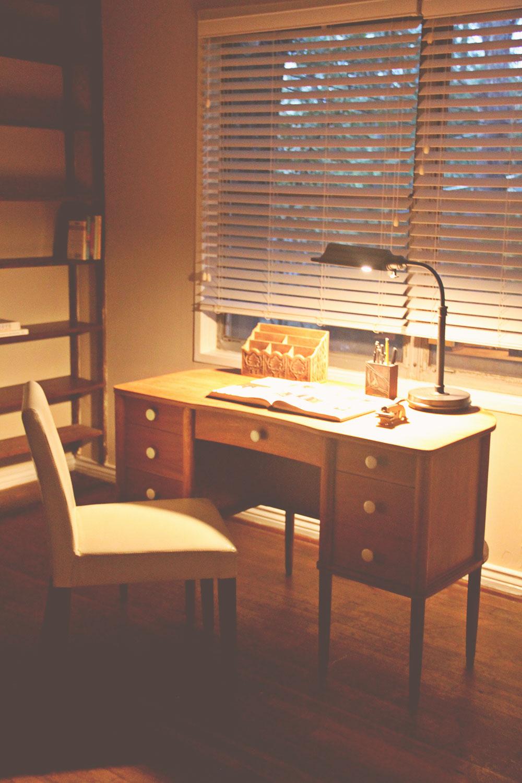 asimplerdesign-a-simpler-design-jotorrijos-jo-torrijos-home-staging-office-mid-century-desk-1.jpg