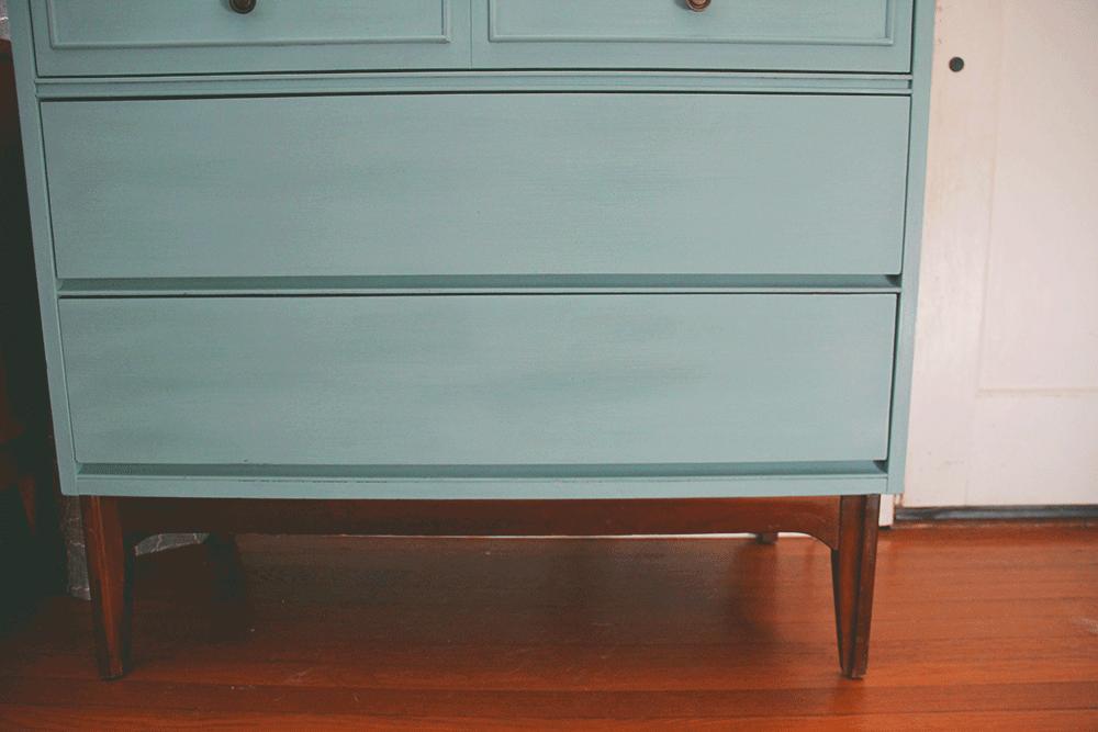 a-simpler-design-jo-torrijos-annie-sloan-turquoise-mid-century-dresser-1.png