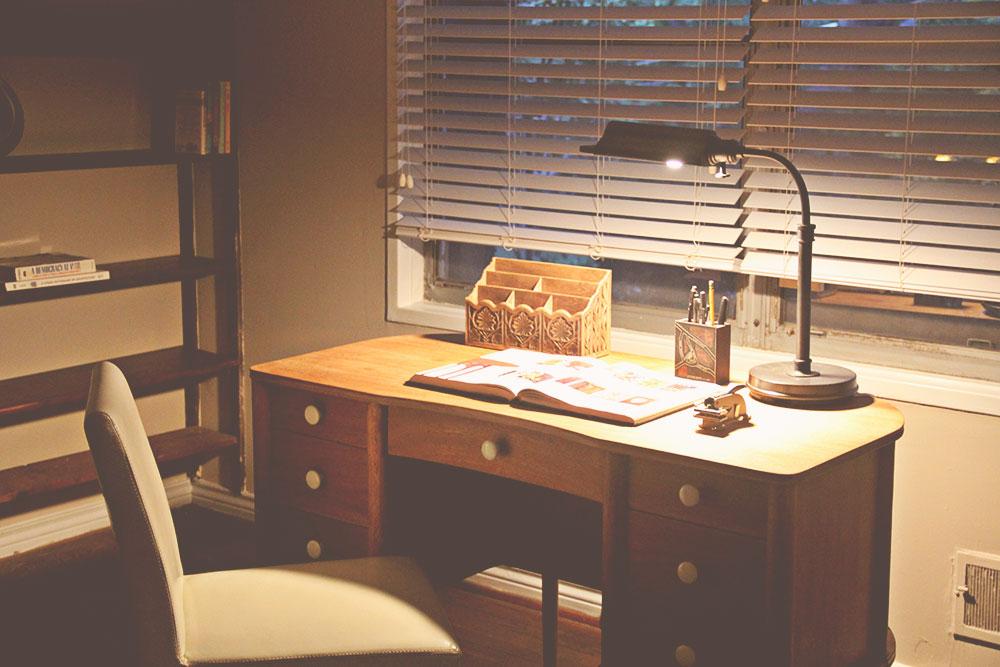 asimplerdesign-a-simpler-design-jotorrijos-jo-torrijos-home-staging-office-mid-century-desk-2.jpg