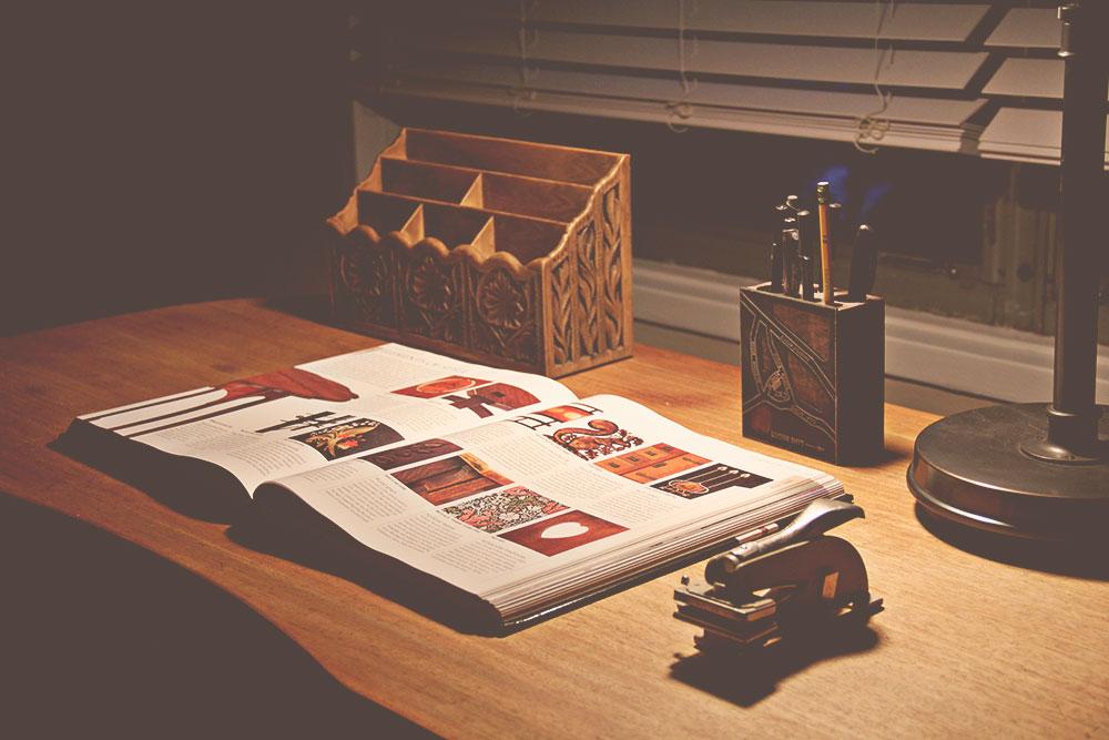 asimplerdesign-a-simpler-design-jotorrijos-jo-torrijos-home-staging-office-mid-century-desk-3.jpg