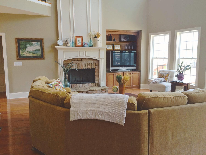 jo-torrijos-a-simpler-design-home-staging-atlanta-living-room-3.png