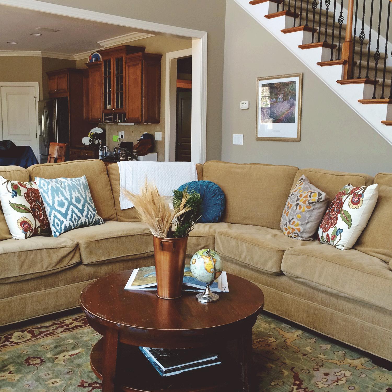jo-torrijos-a-simpler-design-home-staging-atlanta-living-room-1.png
