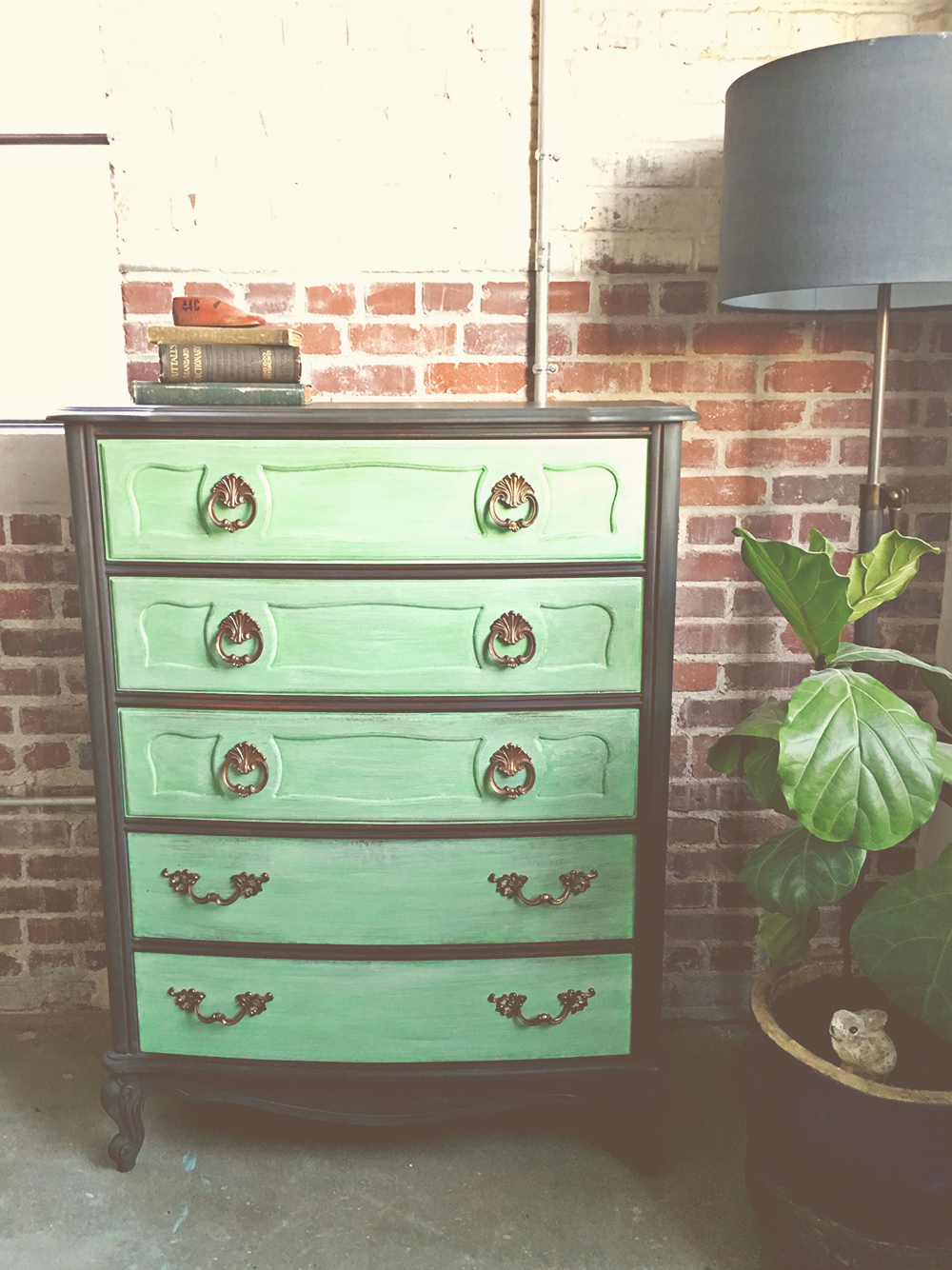 Creating A Bold Two Toned Dresser Annie Sloan S Antibes