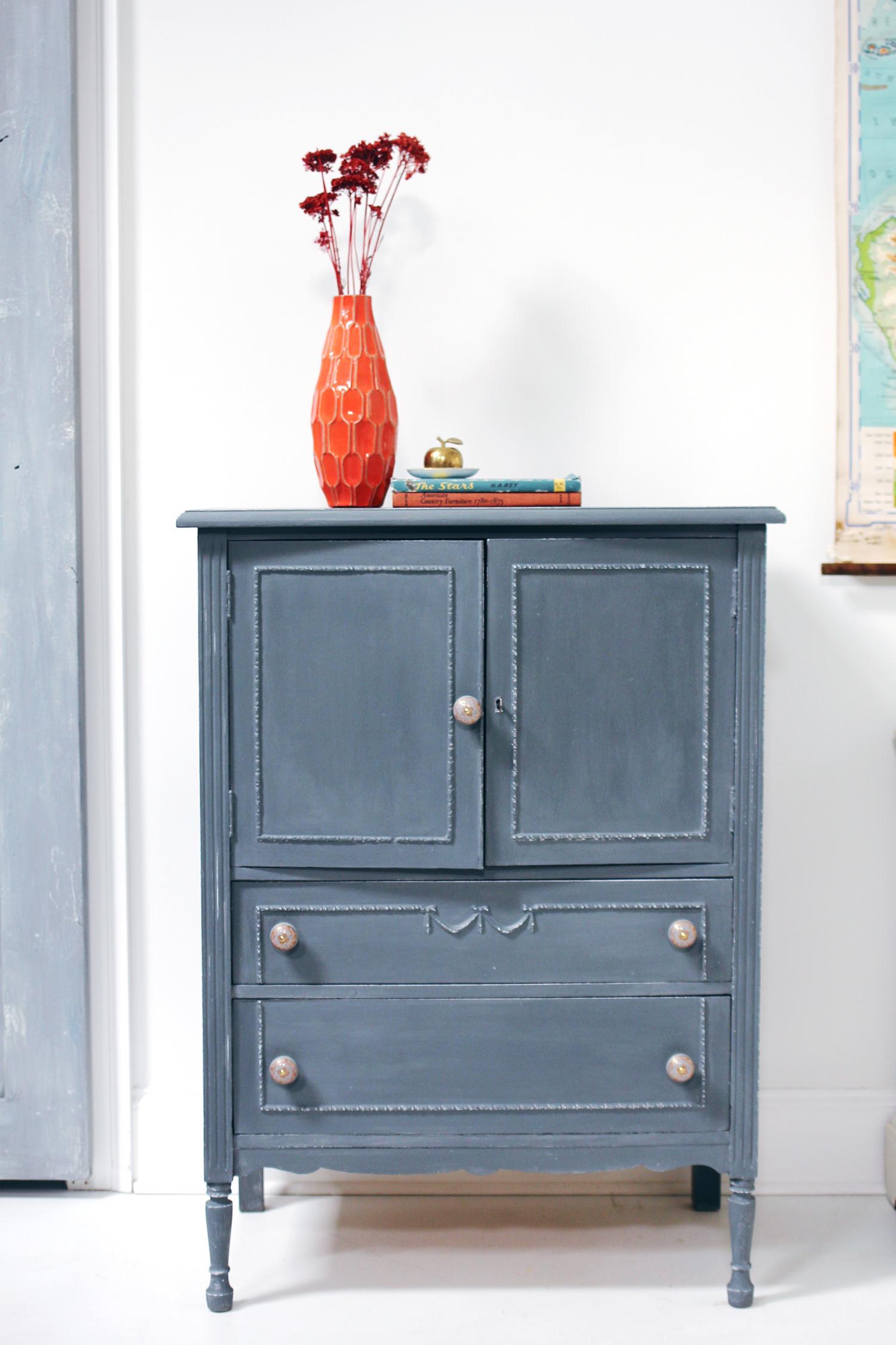 jo-torrijos-a-simpler-design-annie-sloan-french-linen-graphite-painted-gray-dresser-8.jpg