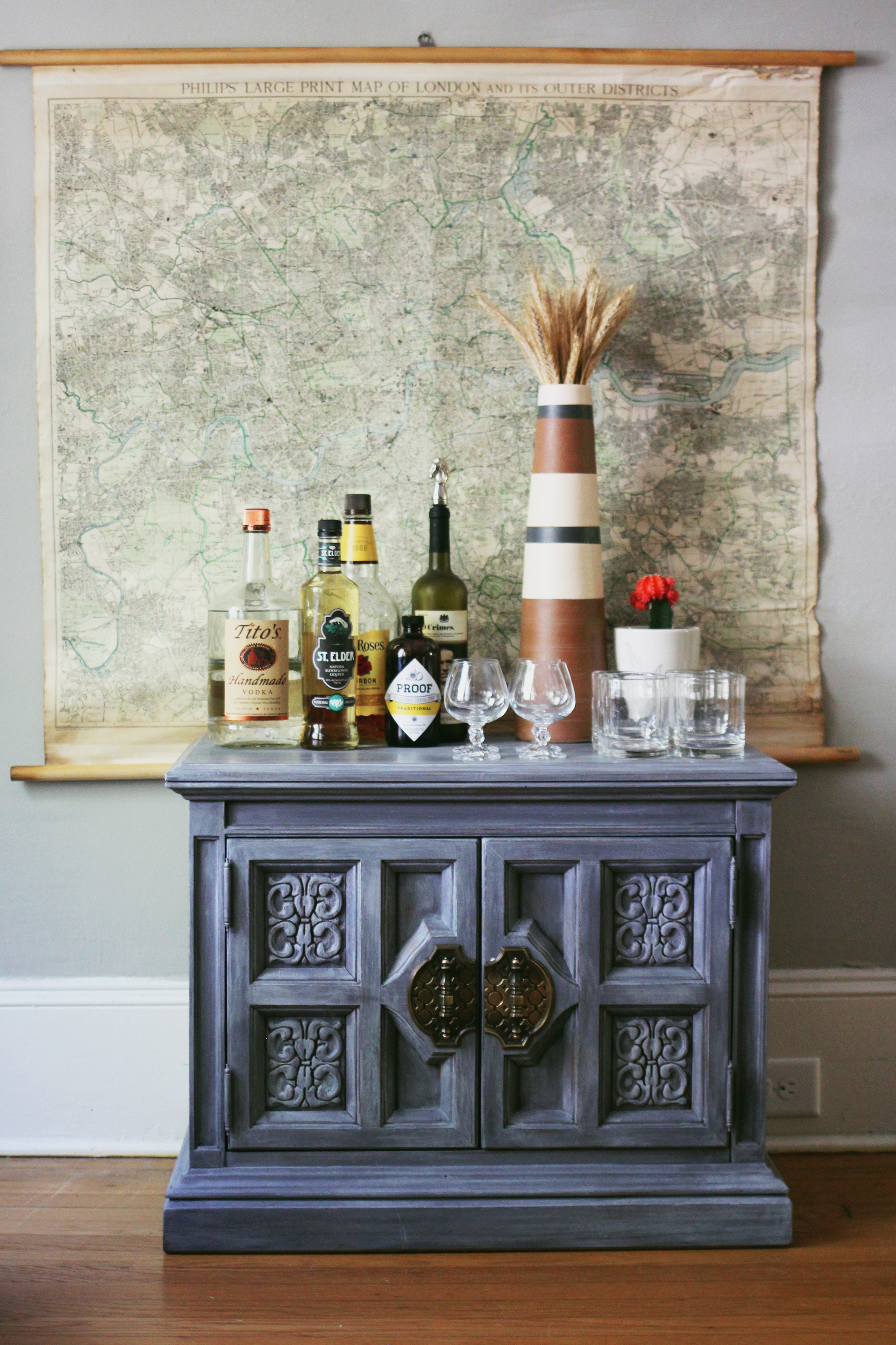 jo-torrijos-a-simpler-design-atlanta-painted-furniture-annie-sloan-french-linen-graphite-white-wax-bar-cart-4.jpg