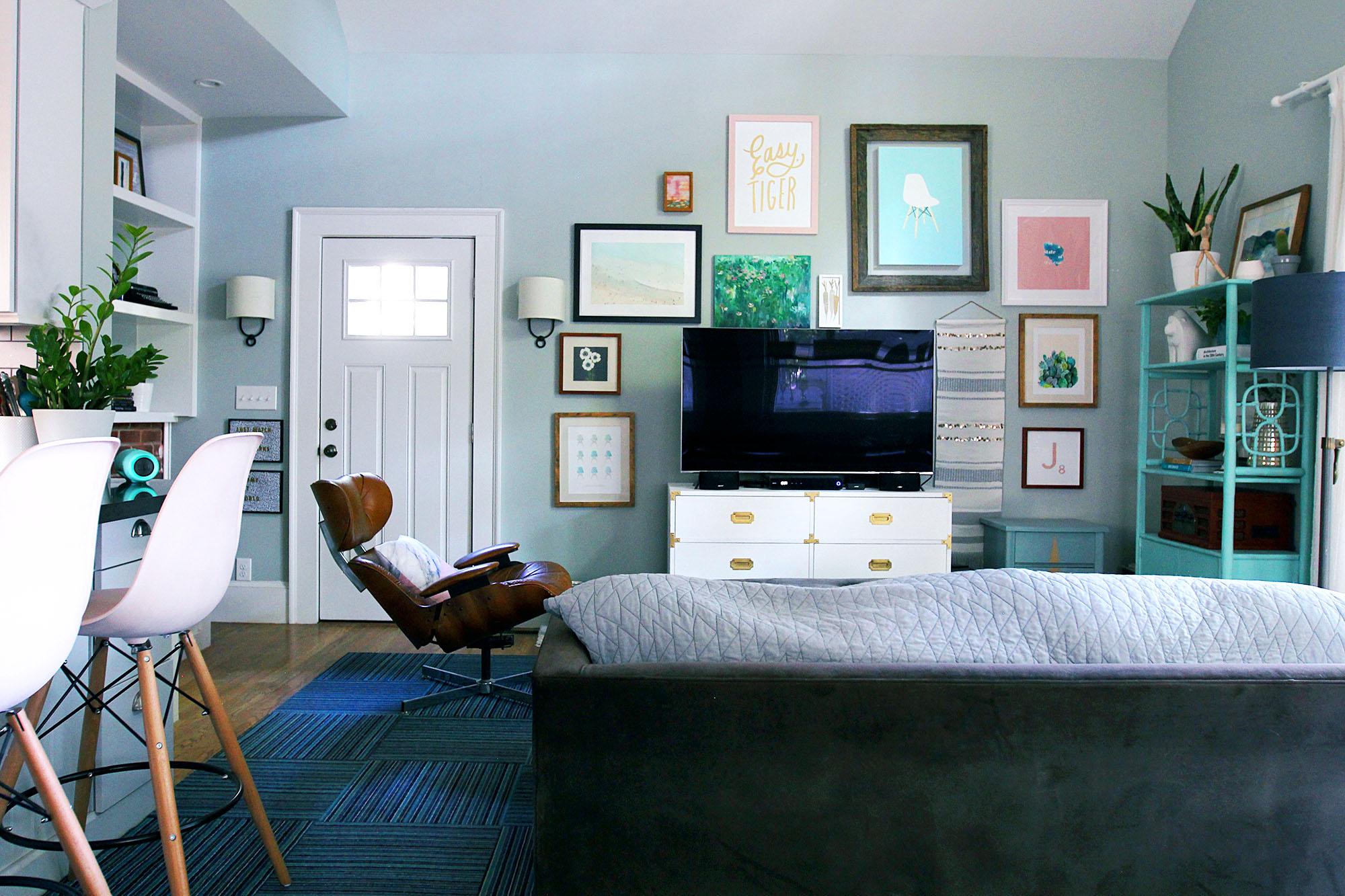 jo-torrijos-a-simpler-design-atlanta-modern-great-room-16.jpg
