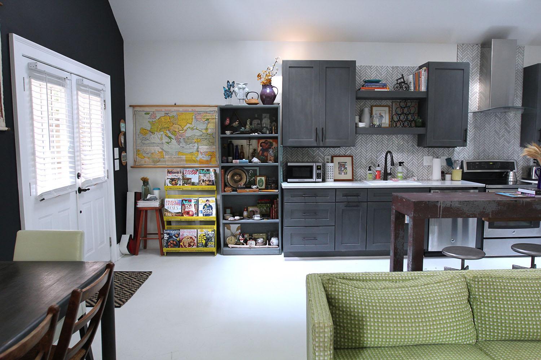 jo-torrijos-states-of-reverie-atlanta-airbnb-modern-bungalow3.jpg