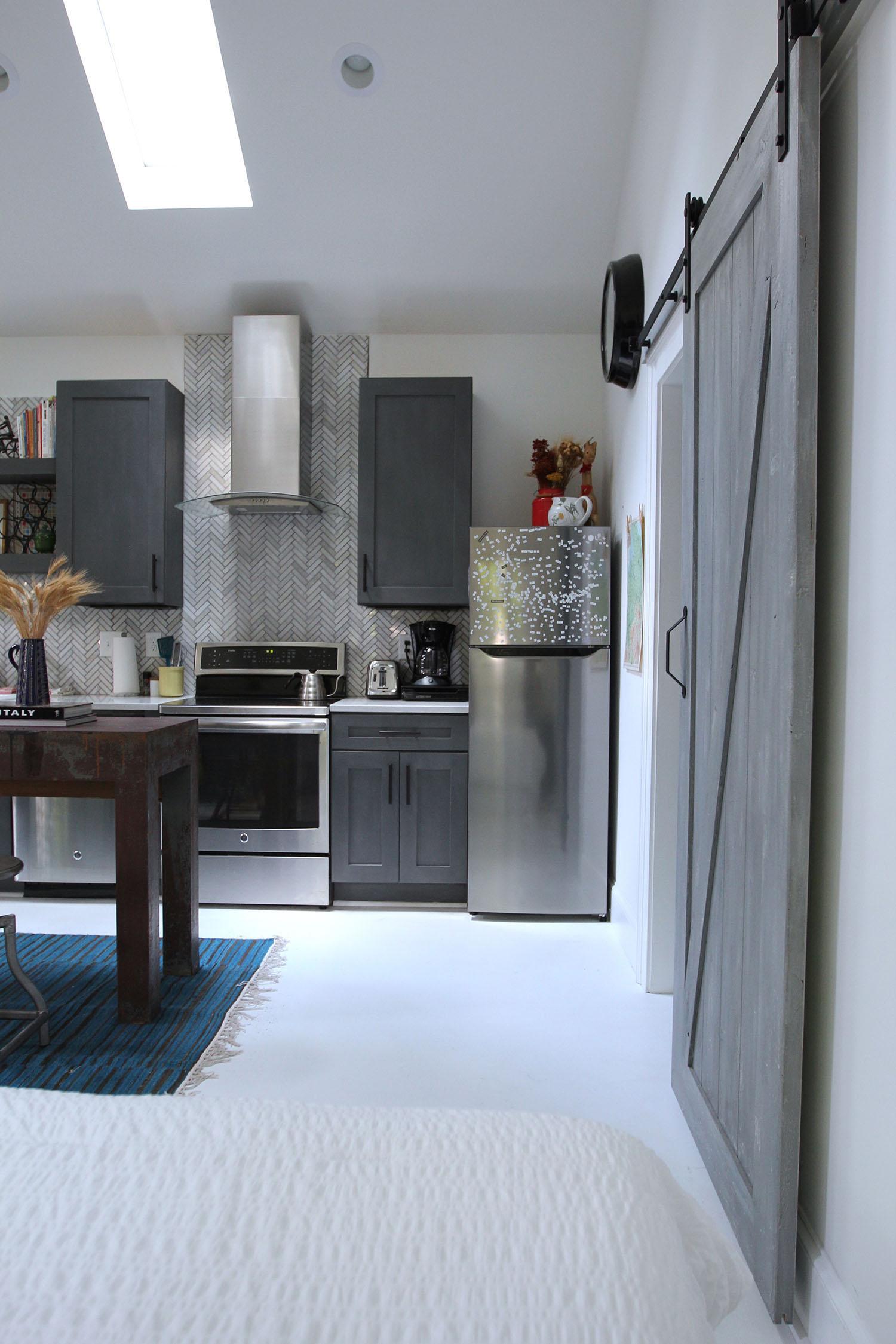 jo-torrijos-states-of-reverie-atlanta-airbnb-modern-bungalow12.jpg