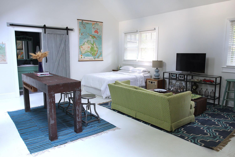 jo-torrijos-states-of-reverie-atlanta-airbnb-modern-bungalow47.jpg