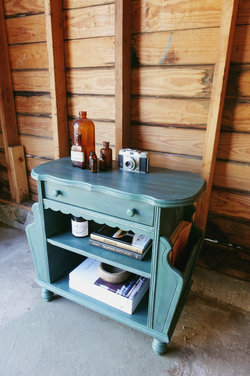 jo-torrijos-a-simpler-design-dallas-painted-furniture-annie-sloan-amsterdam-green-table-1.jpg