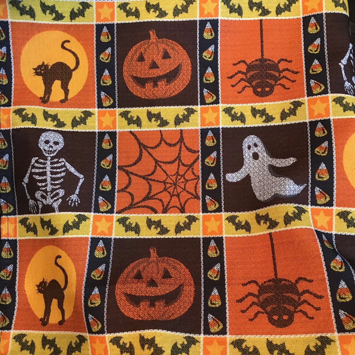 23 HALLOWEEN TABLE COVER B.jpg