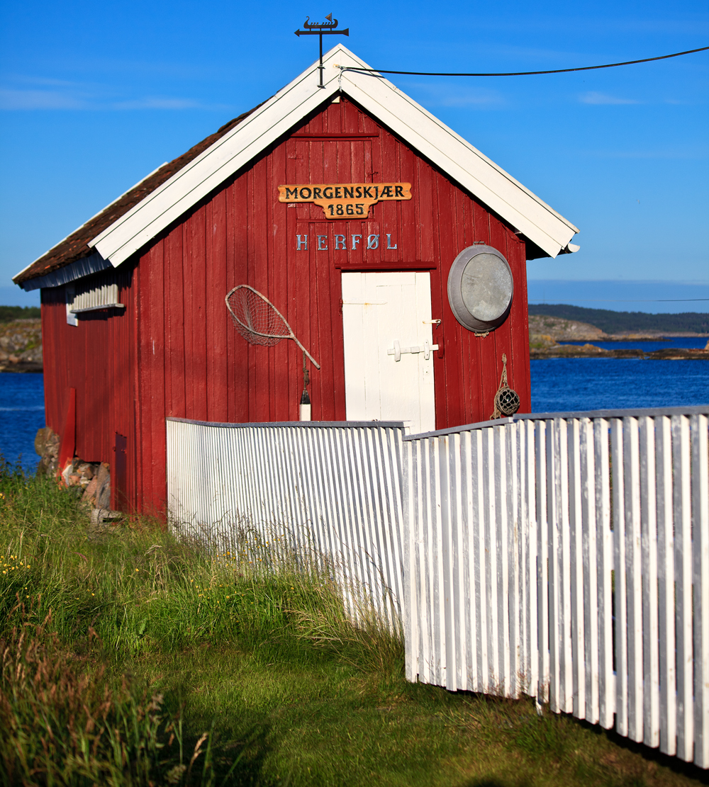 A charming old sea shed welcomes you to Herføl