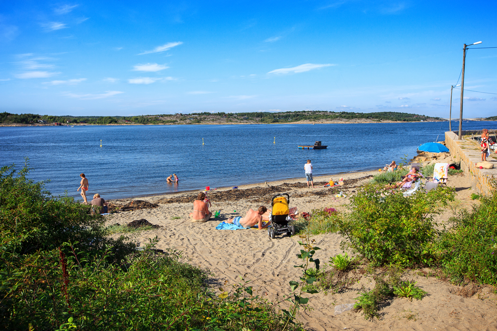 The sand beach on brattesø is a nice and family friendly beach.