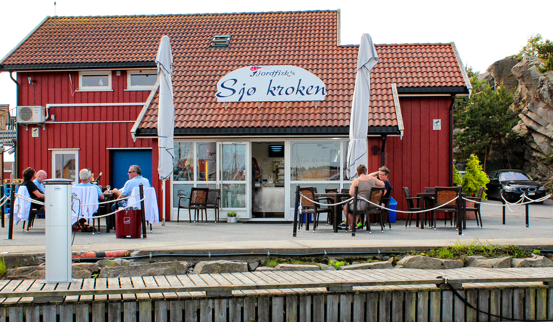 At Sjøkroken on Skjærhalden, you'll get the freshest seafood of top quality served right outside of the fish store.