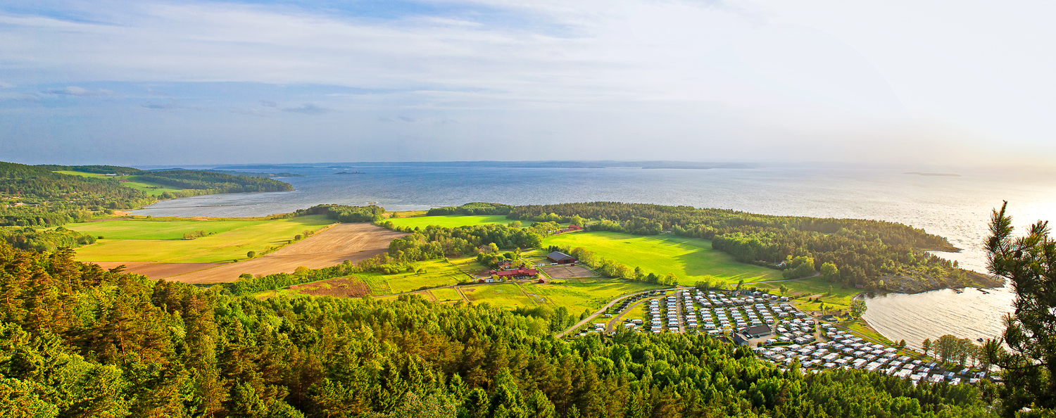 From the top of Bjørnåsen, there are fantastic views of Oslofjord and the middle parts of Jeløy.