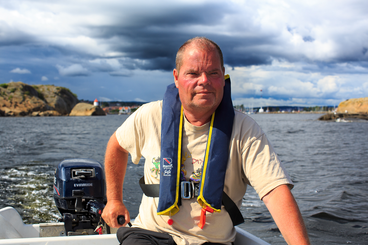 One of the famous men in Stavern can take you out to the lighthouse.Arrange your own boat tour by calling: +4791 14 68 14 or +47 911 23222