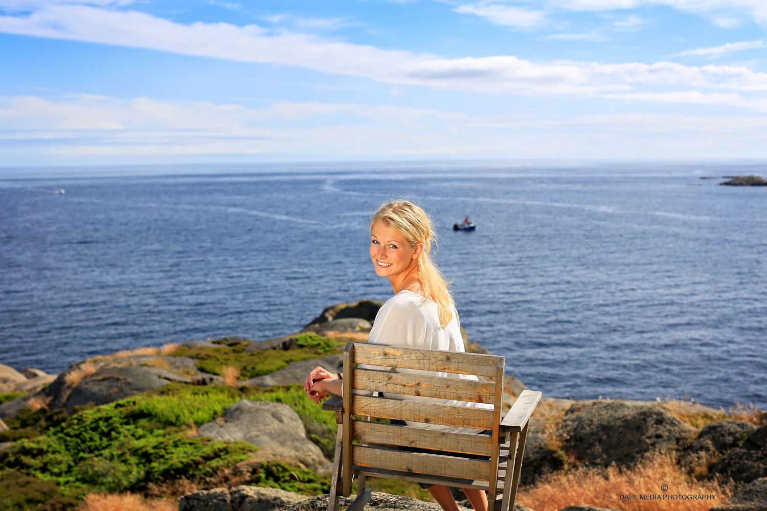 Skagerrak: Closest Neighbor    Vaction in the open ocean. Take a chair with you to the outer area outside of the lighthouse. Here you can sit and enjoy the idea of living on Skagerrak.