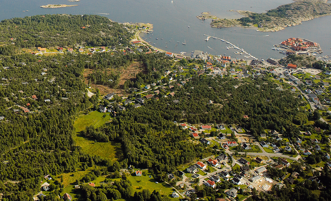 "Kirkøy is Hvaler's largest island, and the ""capital"" Skjærhalden is located here with all its shops and restaurants and with Hvaler's largest marina."