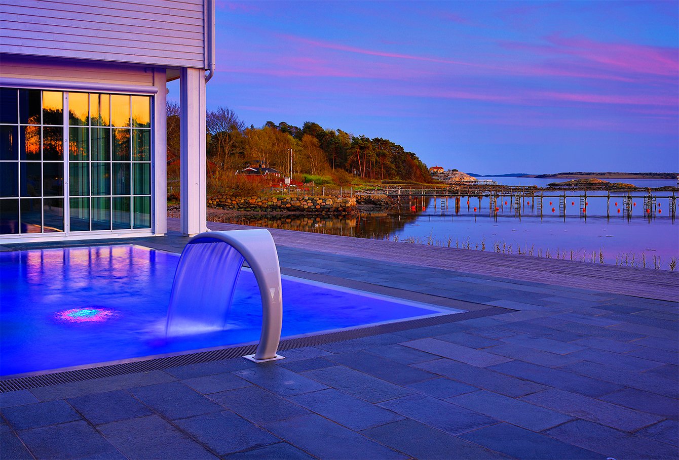 You can enjoy the large varieties of spa experiences, saunas and steam baths or go for a swim in our inside/outside pool at  Støtvig Hotel