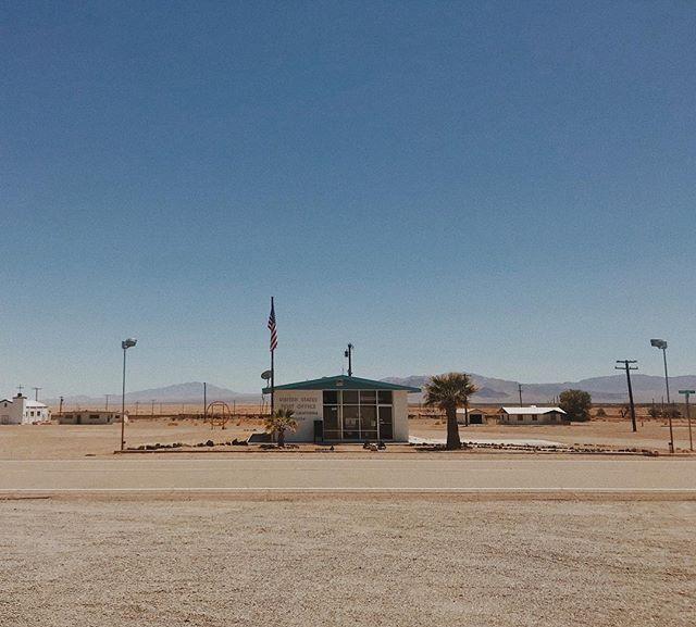 #route66 and the desert are strange wonderful places. . . . . . . . . #california #desert #lonely #vscofilter #vsco #vscocam #isolation
