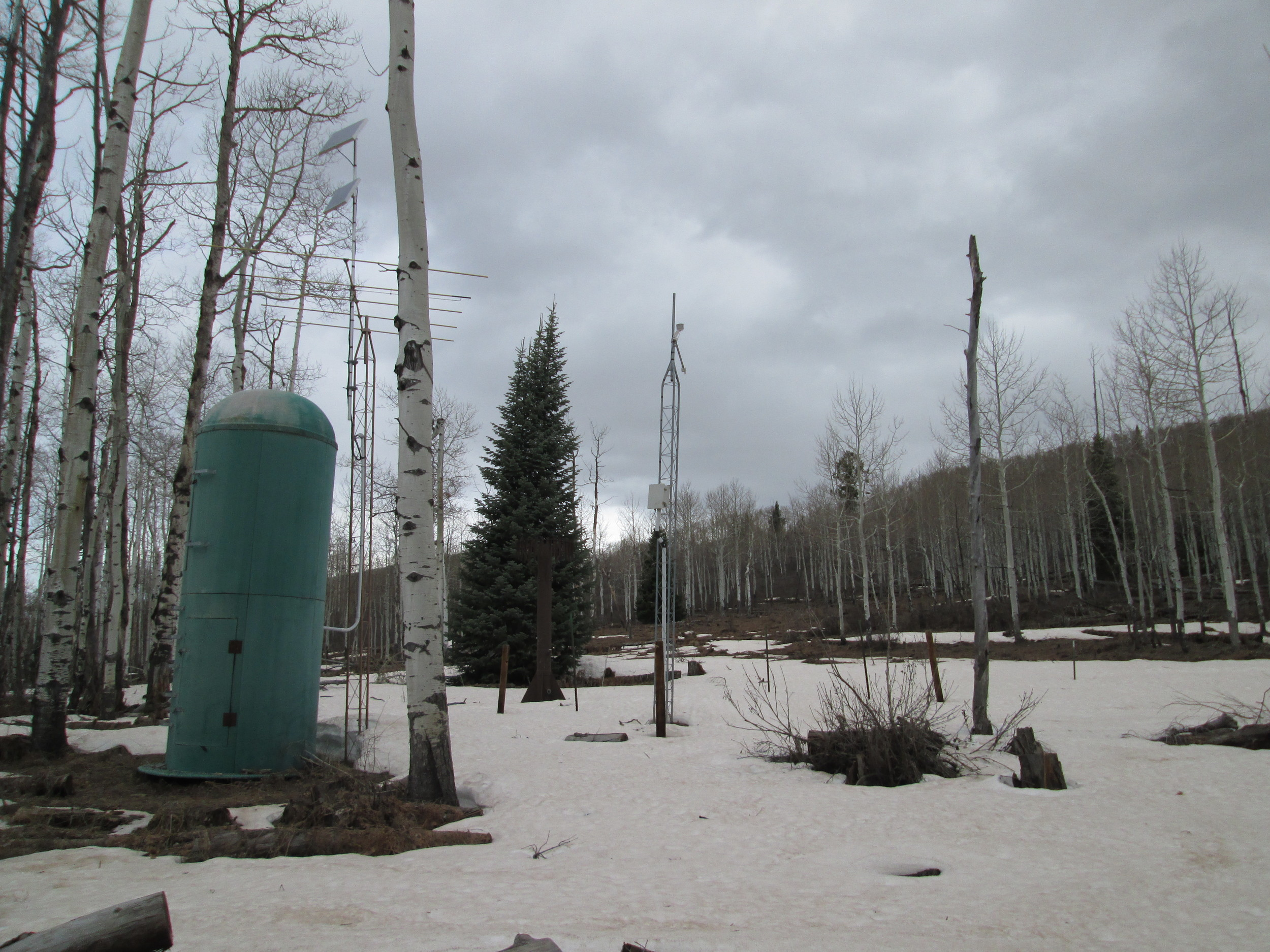 The McClure Pass Snotel station with very thin snowcover, and the dry CODOS snow profile slope in the distance, directly behind the center mast.