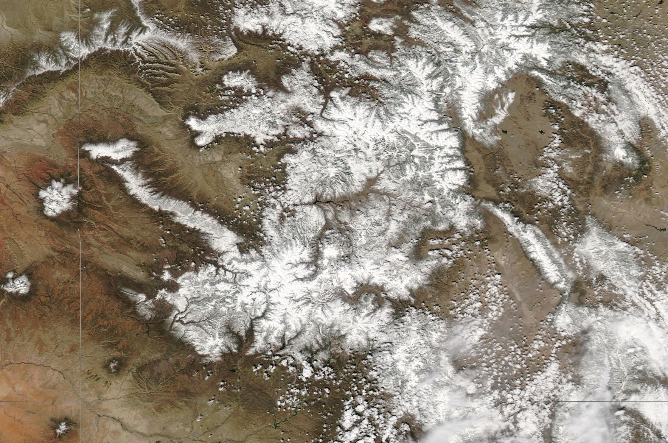 Snow cover in Colorado on March 29, 2017. Following a dry/hot mid-March, lower elevations and valleys experienced a fair bit of snow ablation.