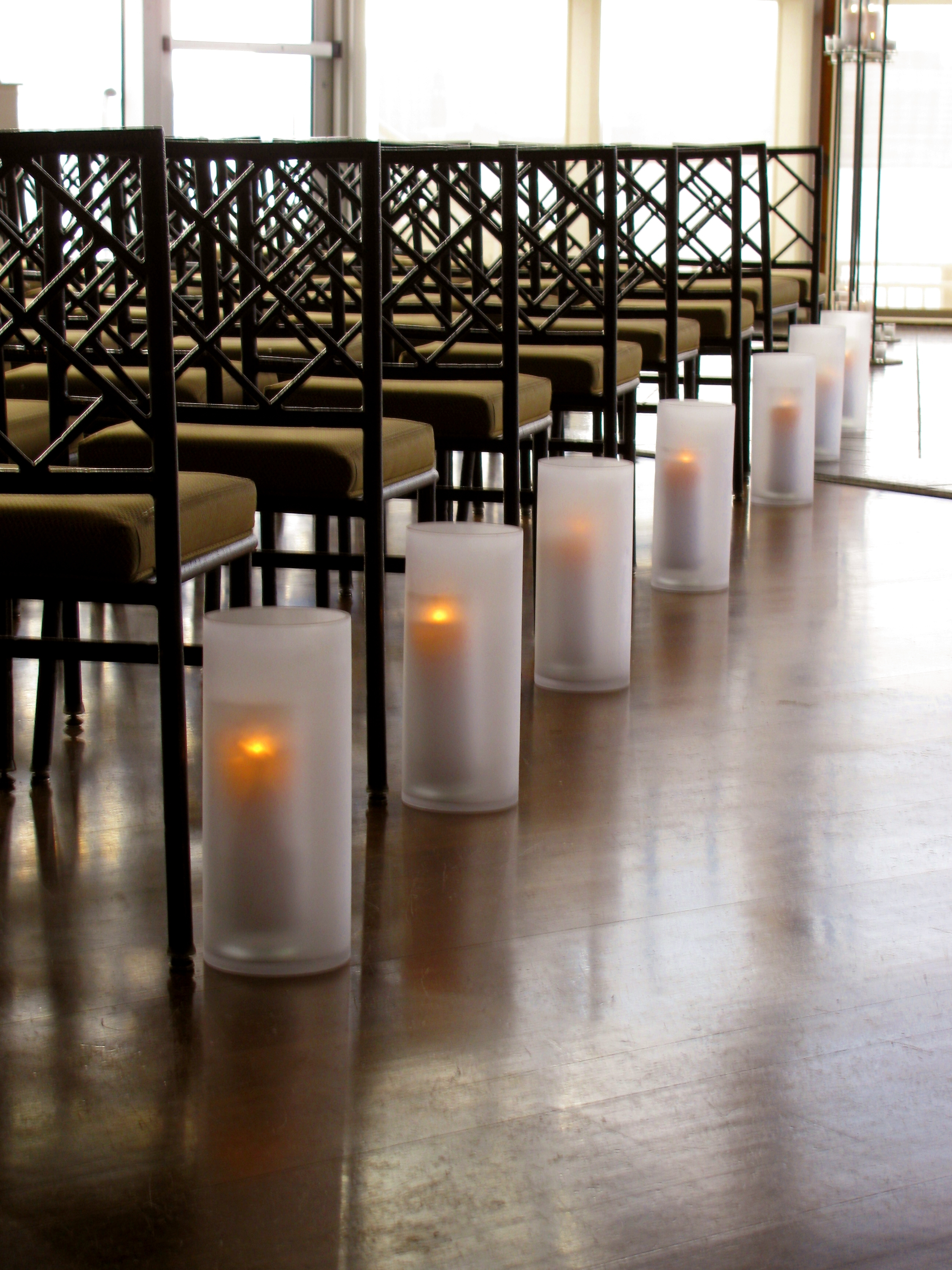 Aisle candle lanterns.jpg