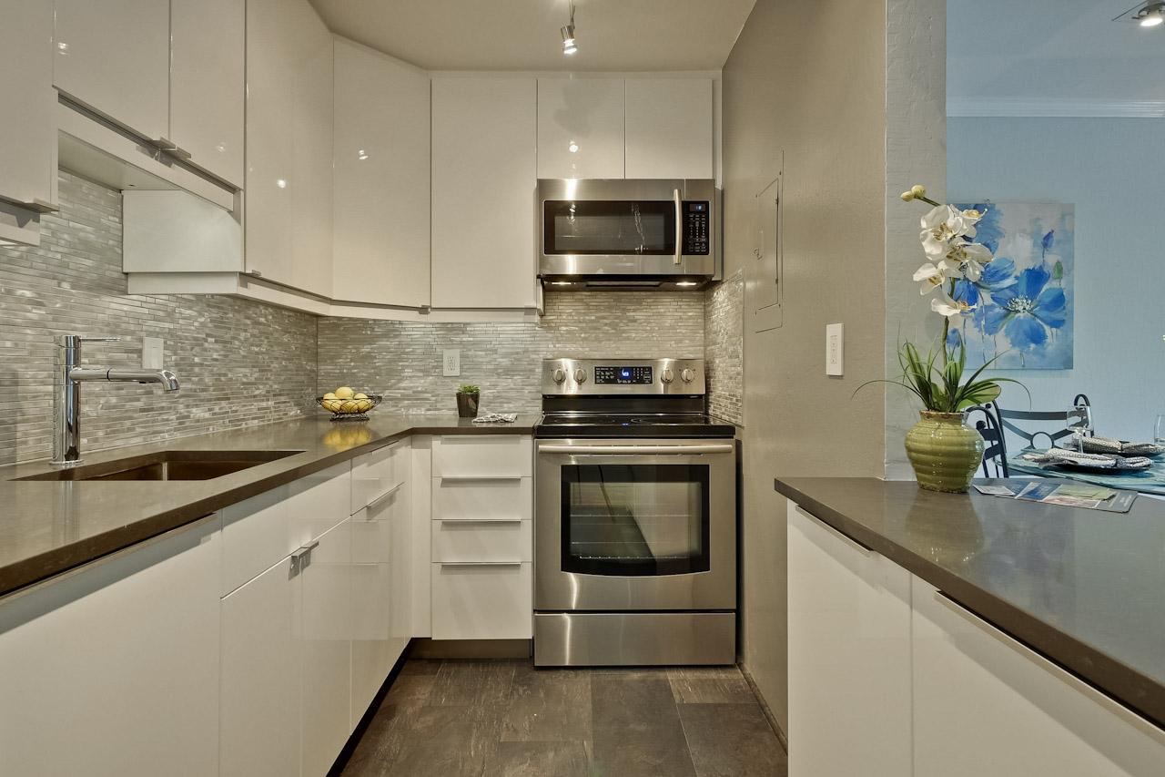 Kitchen      2_mls.jpg