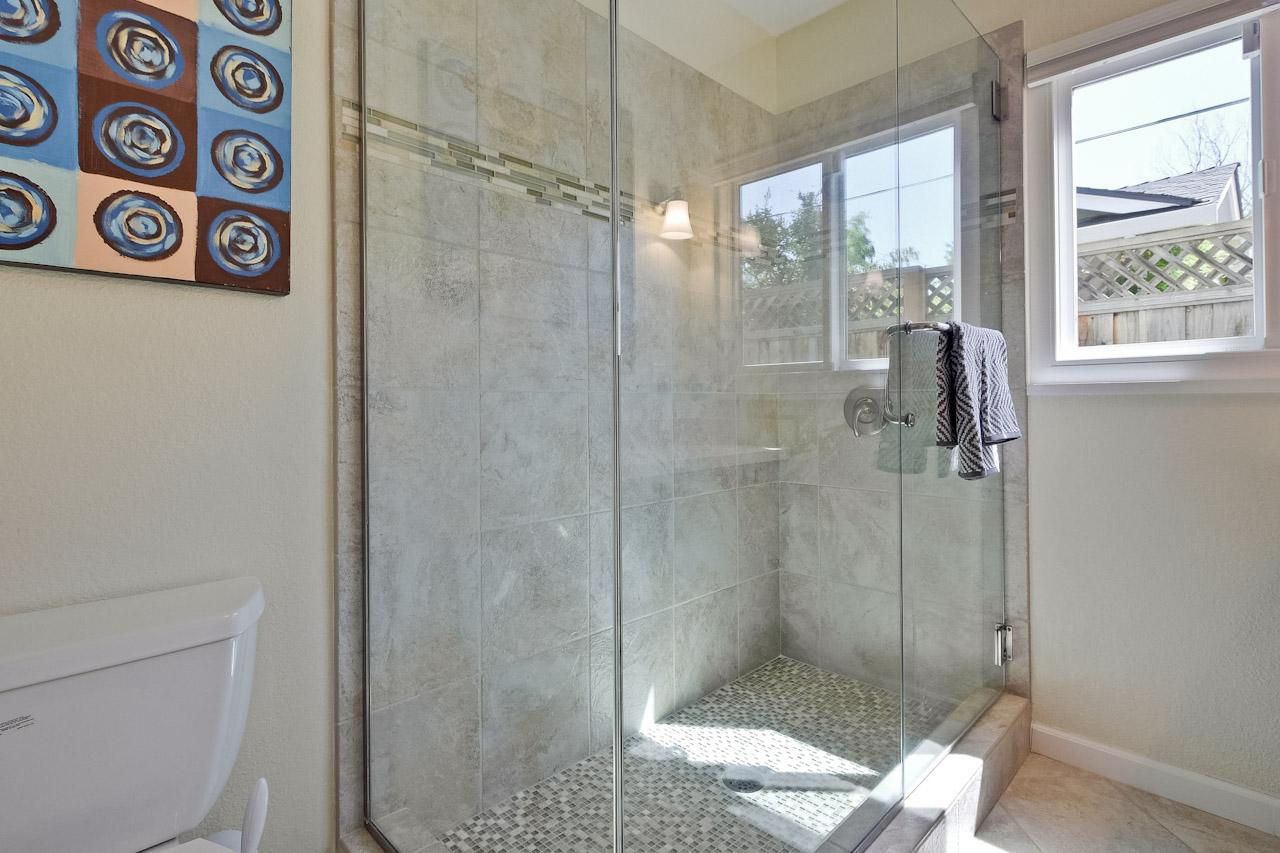Bathroom      5_mls.jpg