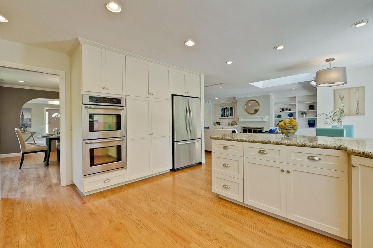 Kitchen      4_mls.jpg