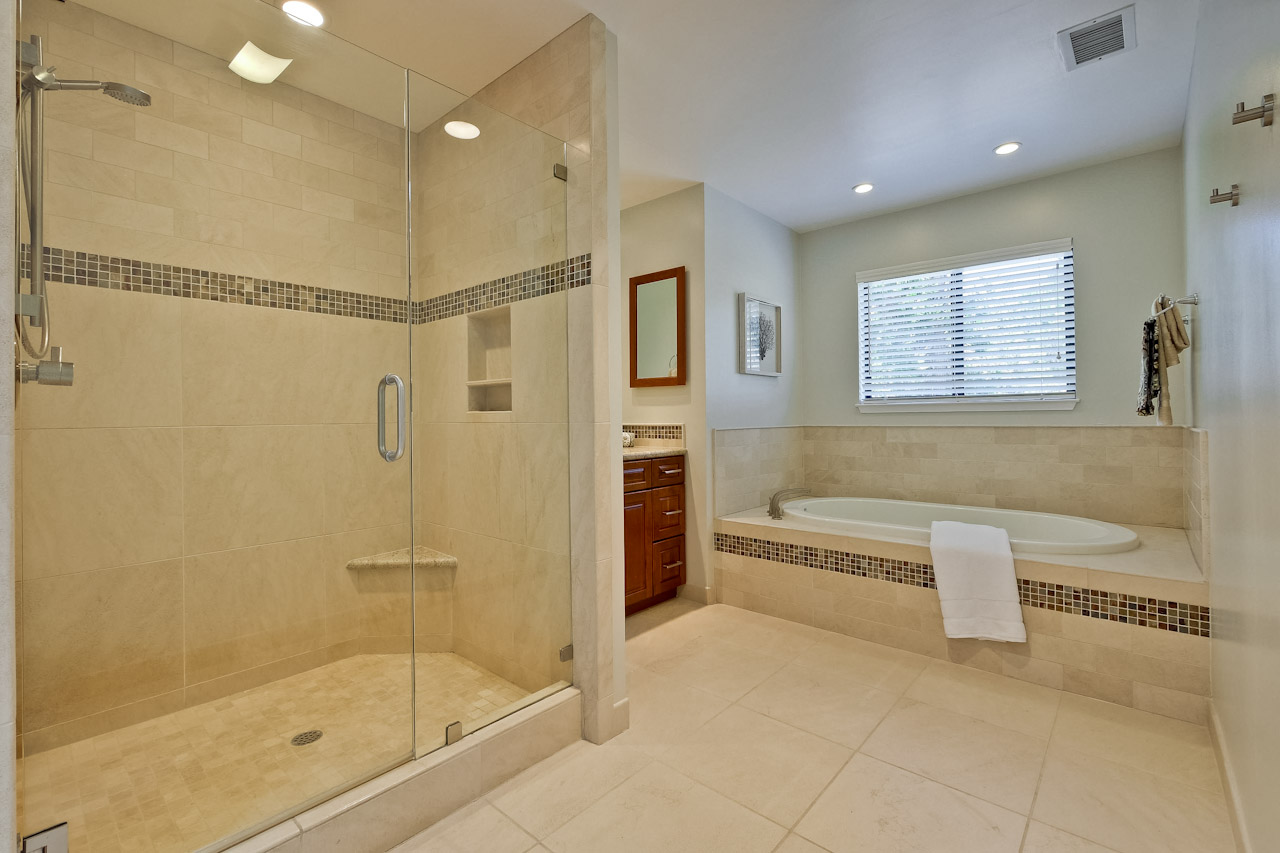 Master Bathroom      3_mls.jpg