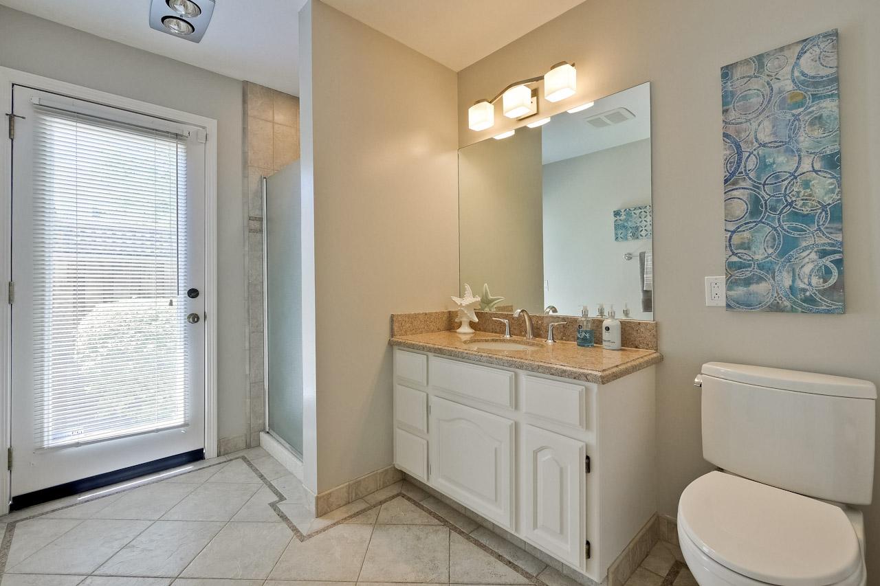 Bathroom      1_mls.jpg