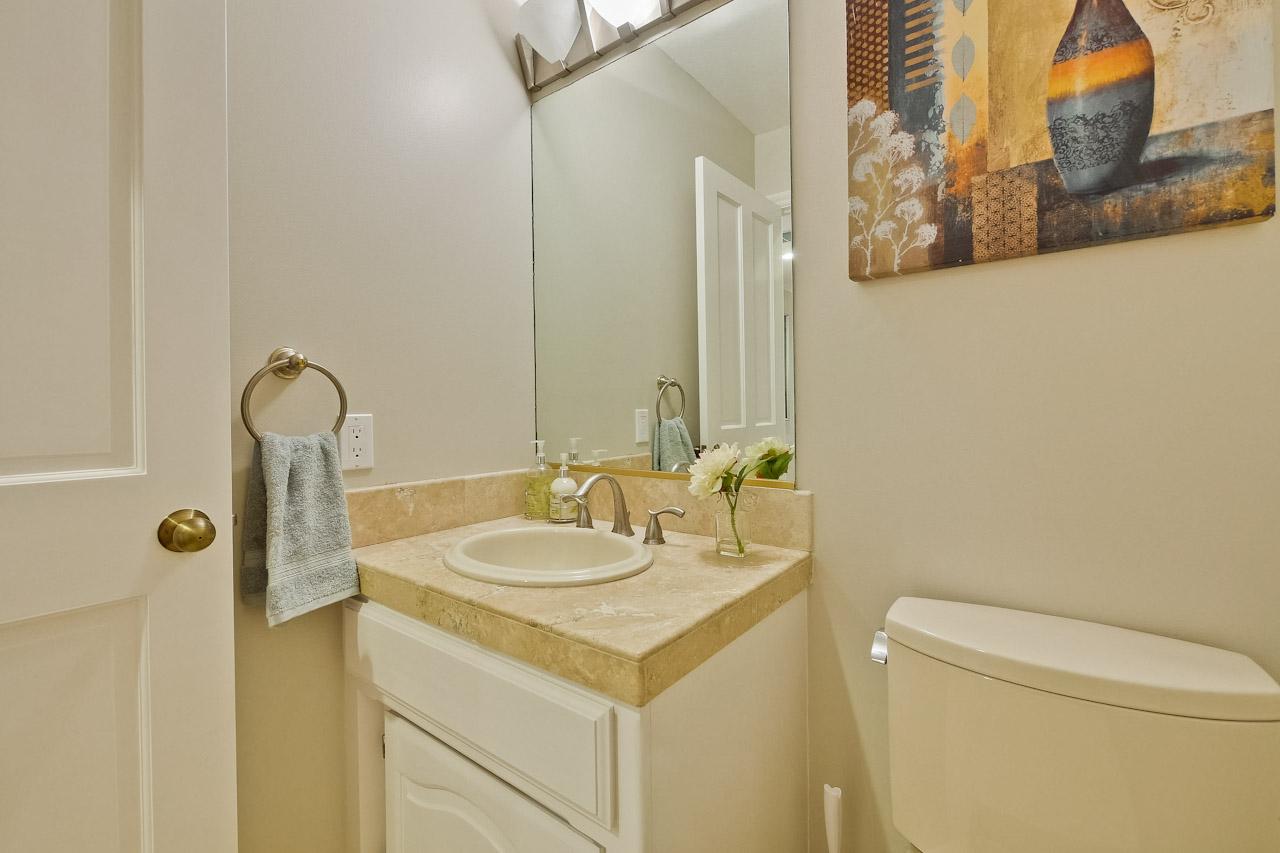Bathroom      4_mls.jpg
