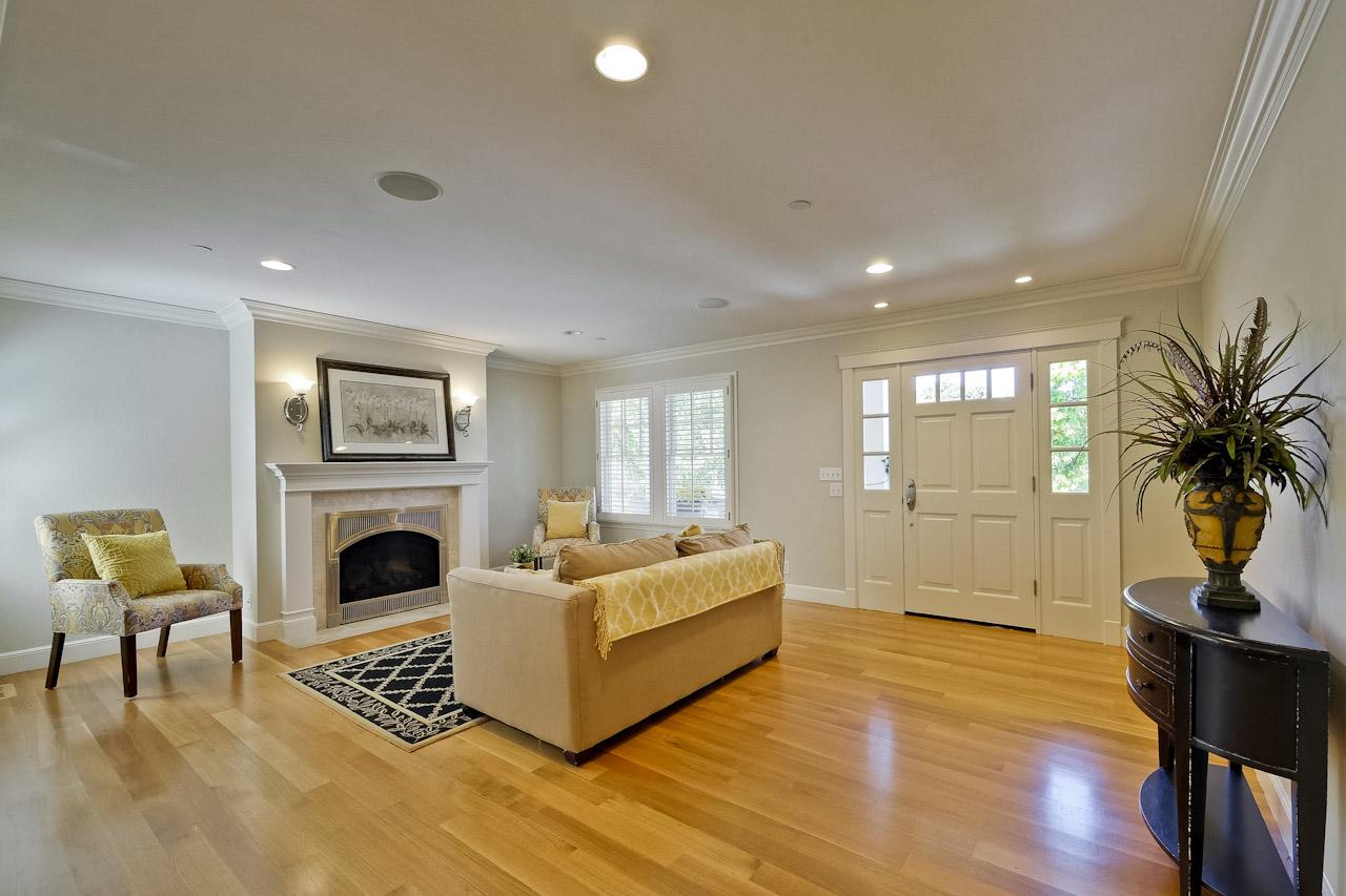Living Room      2_mls.jpg