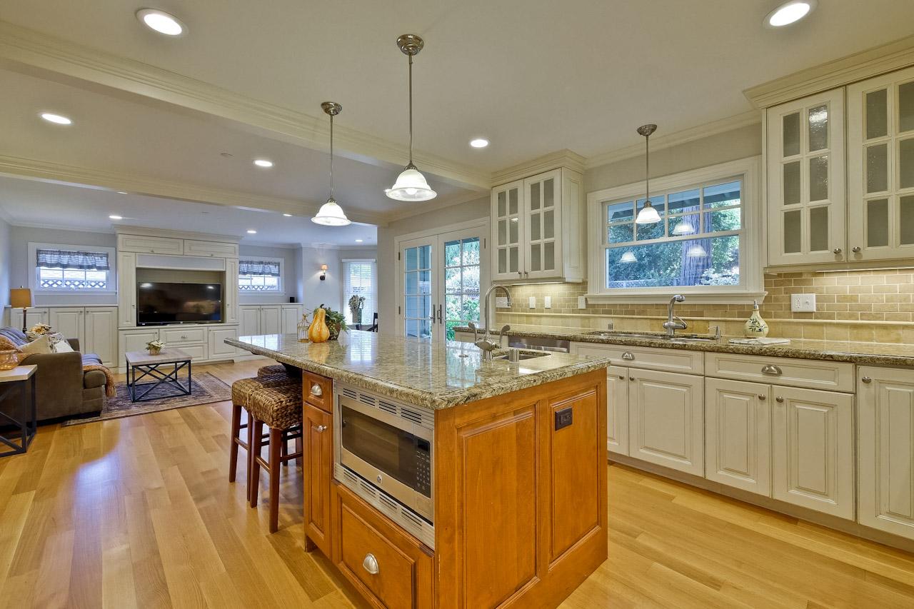 Kitchen      5_mls.jpg
