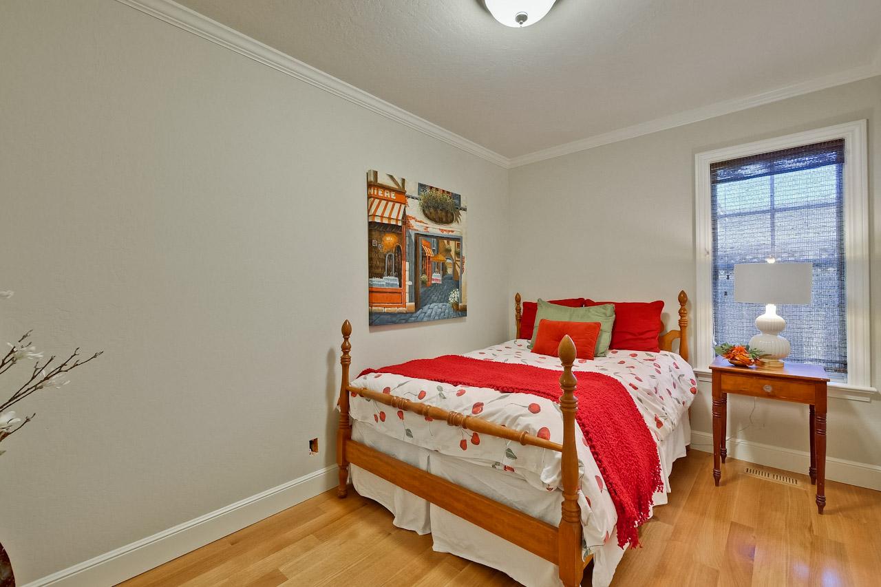 Bedroom      9_mls.jpg