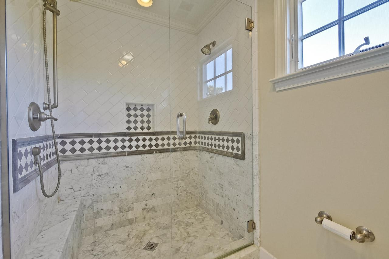 Master Bathroom      4_mls.jpg