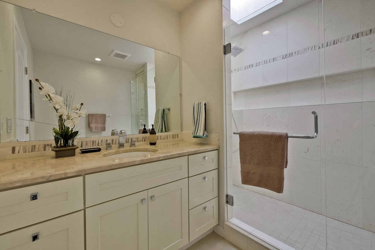 Master Bathroom      1_mls.jpg