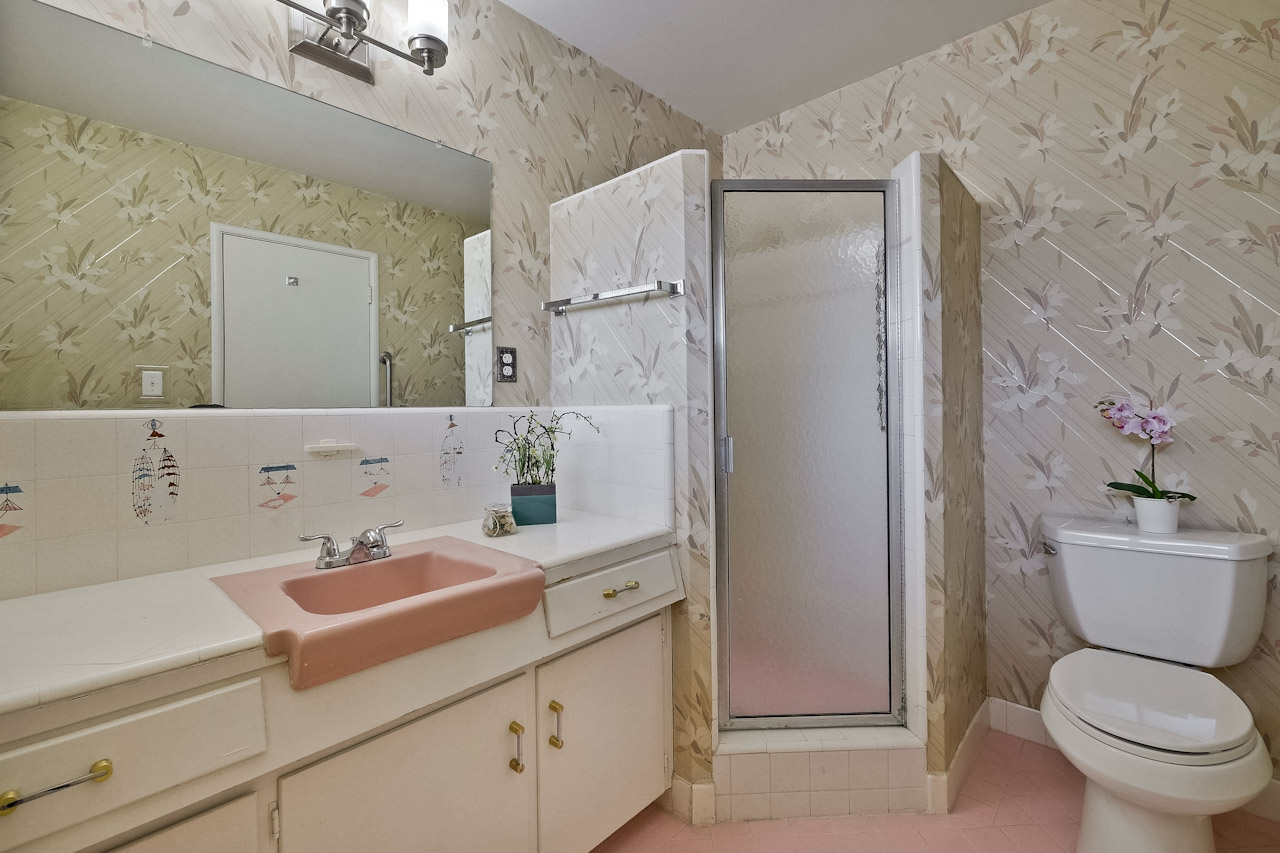 Master Bathroom      2_mls.jpg