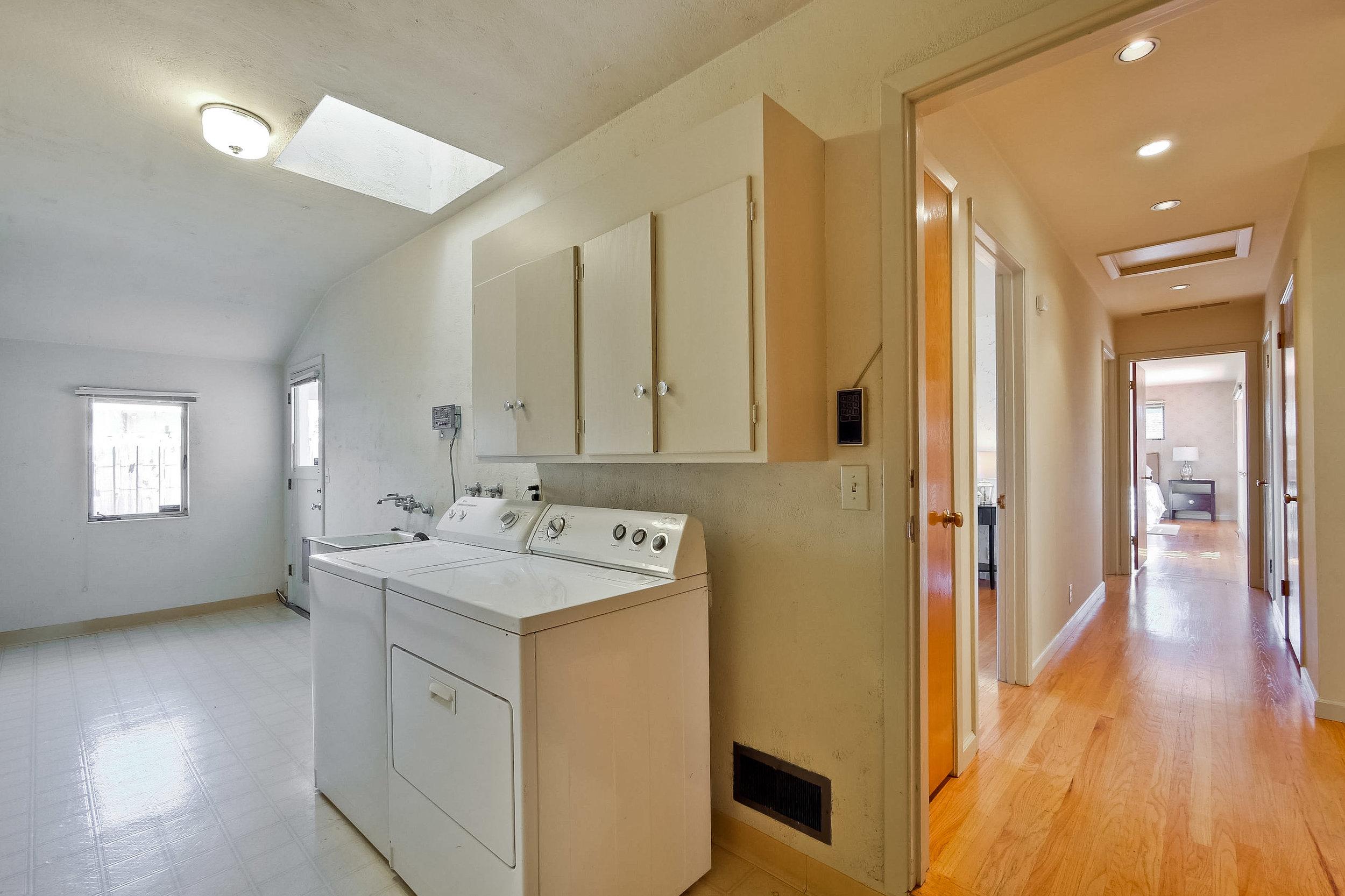 Laundry Room      1.jpg