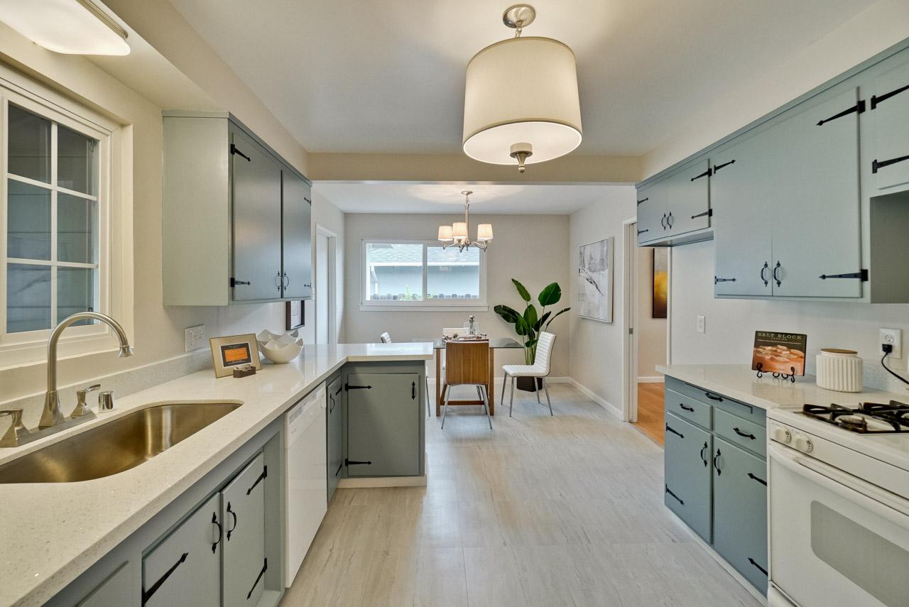 Kitchen      13_mls.jpg