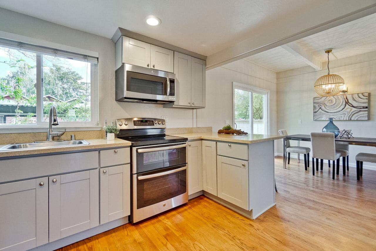 Kitchen      6_mls.jpg