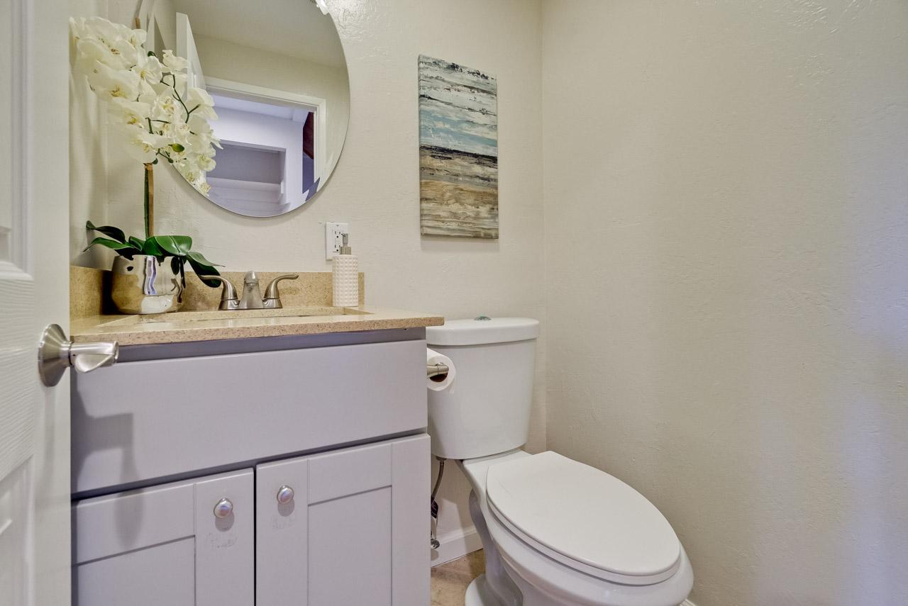 Bathroom 1      1_mls.jpg