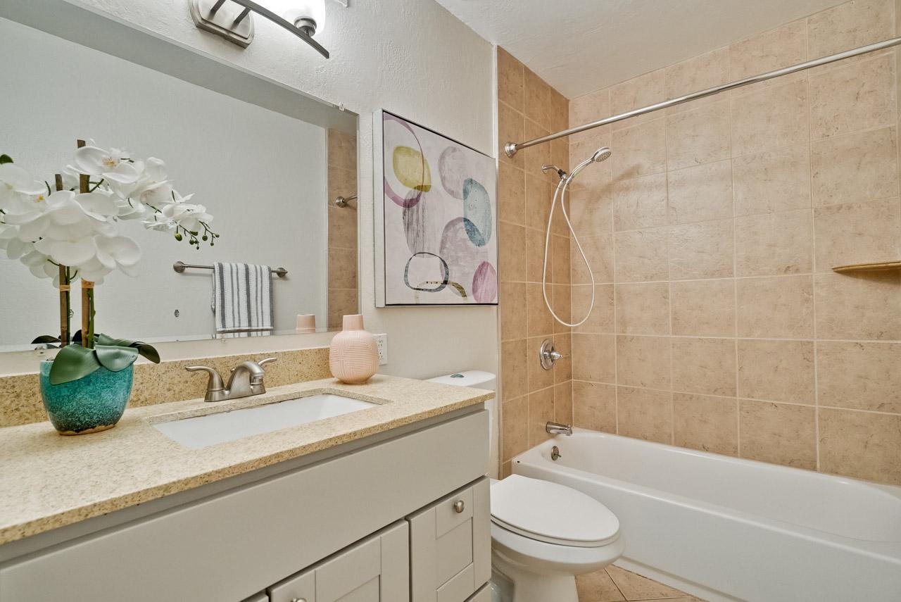 Bathroom 2      1_mls.jpg