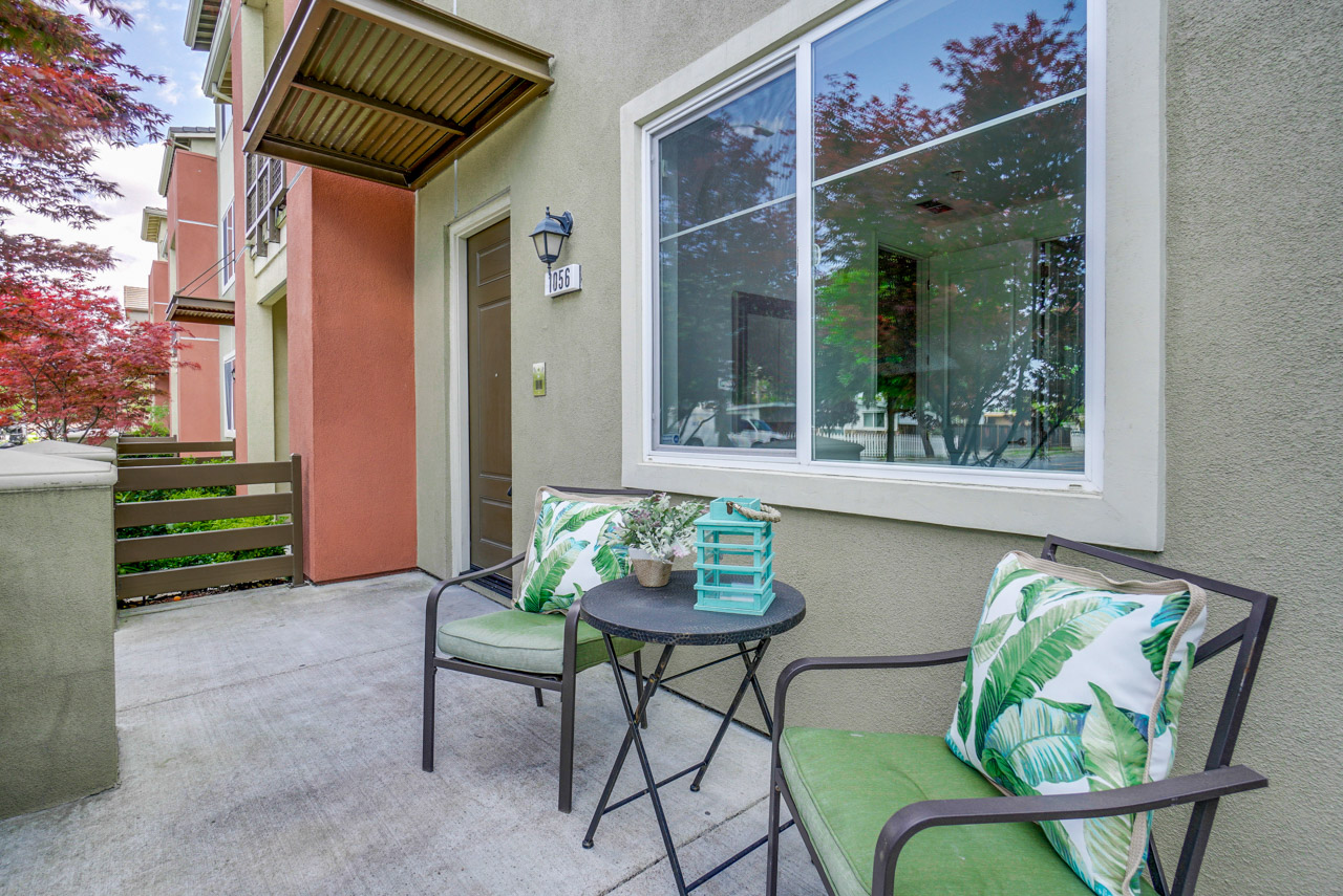 Front Patio      3_mls.jpg