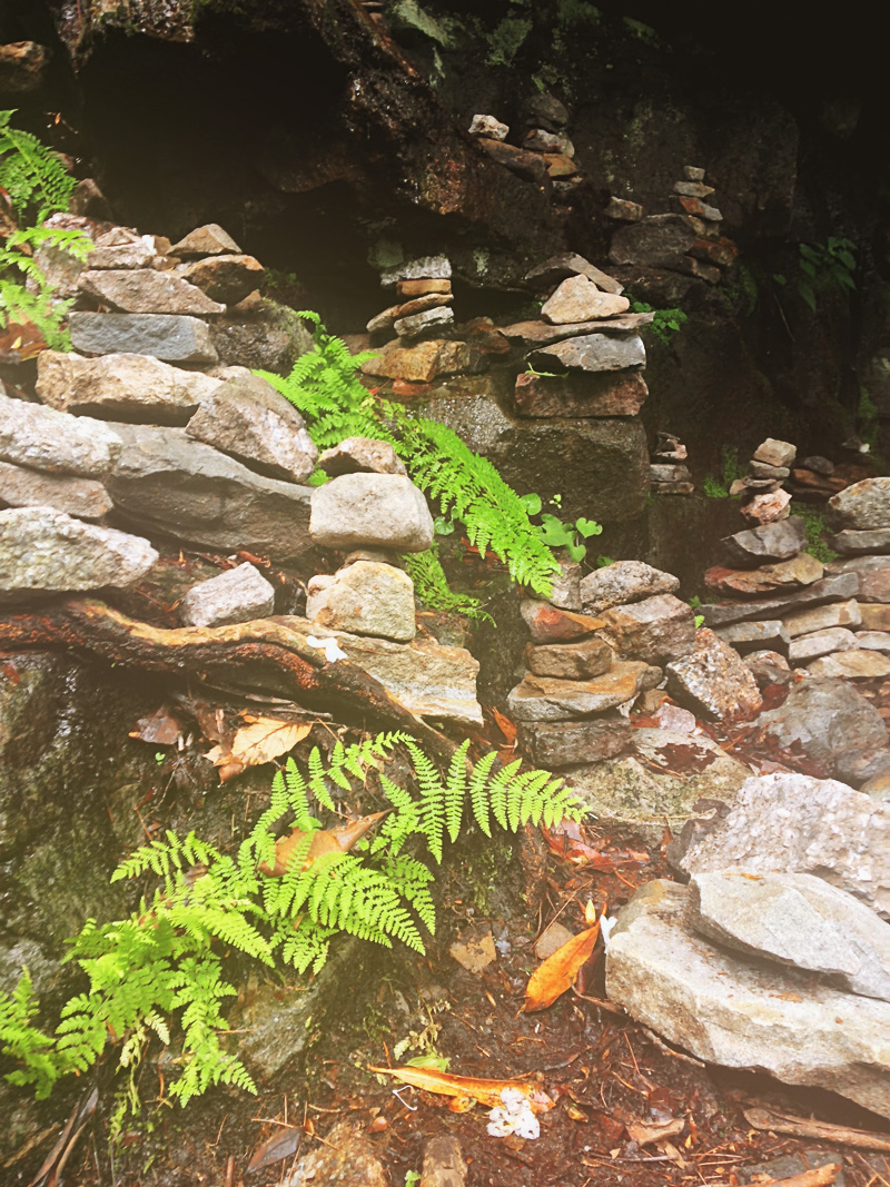 rock art formations at glen onoco falls | via: bekuh b.